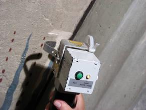 Reinigungsproben im Bereich gefährdeter Malschichten mit dem Lasergerät